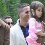 Katie Holmes y Suri visitan a Tom Cruise en Sevilla